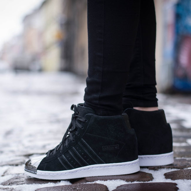 Cheap adidas tubular primeknit black