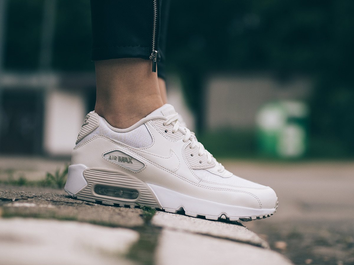 women 39 s shoes sneakers nike air max 90 se mesh gs 880305. Black Bedroom Furniture Sets. Home Design Ideas