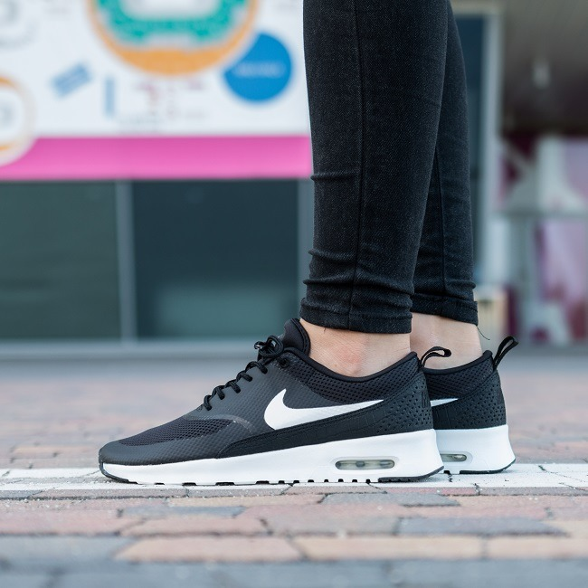 Women's Nike Air Max Thea Premium 'Triple Black'. Nike SNKRS